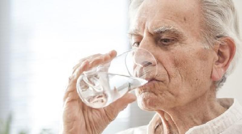 Acqua, elemento fondamentale per gli anziani